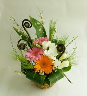春のアレンジ(ガーベラとフリージア)