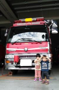 2歳半と1歳半_消防車